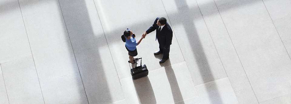 Slider_Shaking hands in Lobby_960x344